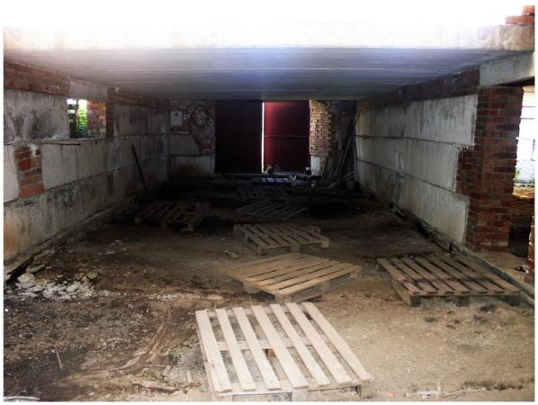 Продам земельный участок на улице Бакинской.  Площадь 10 соток.  На участке: Дом, незавершенное строительство, 220 м...